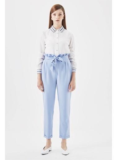 Vivencia Beli Fır Fır Detaylı Beyaz Pantolon Mavi